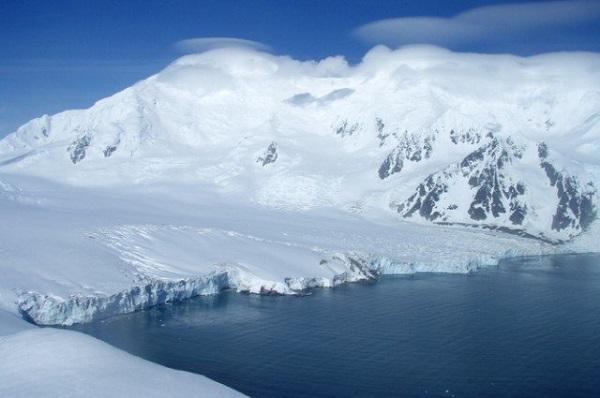 băng giá bao phủ quanh năm ở môi trường đới lạnh