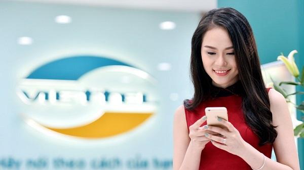 """Lịch sử ra đời của đầu số 096 – câu trả lời chính thức cho 096 là mạng gì Đầu số 096 ban đầu thuộc về nhà mạng EVN Telecom thuộc Điện lực Việt Nam. Ngay sau đó, trước sức cạnh tranh của thị trường với các ông lớn như Viettel, Vinaphone, Mobifone, Vietnamobile, Gmobile cùng với nguồn tài chính hạn hẹp của mình EVN buộc phải tìm giải pháp khác. Để hạn chế rủi ro, EVN buộc lòng thỏa thuận, thương lượng và cộng tác với nhà mạng Viettel. Từ ngày 1/1/2012, EVN đã bàn giao dứt điểm cho nhà nhà Viettel và 096 chính thức thuộc về nhà mạng Viettel. 3. Có nên sử dụng đầu số 096 không 096 là mạng gì và có nên sử dụng đầu số 096 không là băn khoăn của rất nhiều người. Sau đây là những lý do mà bạn cần rinh ngay đầu số 096 của nhà mạng Viettel. 3.1. Về giá cả 096 là đầu số 10 số thứ ba của Viettel, được đánh giá là cùng """"đẳng cấp"""" với đàn anh """"chung nhà"""". Trên thực tế, giá thành của sim đầu số 096 không đắt bằng đầu số 097 và 098, bởi vì đầu số 097 và 098 ra đời trước và đánh trúng tâm lý mê đồ cổ hiện nay của người Việt. Nhưng không vì thế mà đầu 096 lại không được ưa chuộng, hiện nay, có rất nhiều người tin dùng nhất là giới trẻ đang ra sức truy lùng sim số đẹp từ đầu số này."""