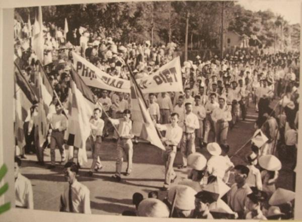 phong trào yêu nước theo khuynh hướng vô sản và hình ảnh minh họa cách mạng tư sản
