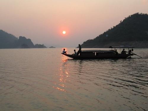 chất vàng mười trong người lái đò sông đà và hình ảnh con sông Đà trên thực tế