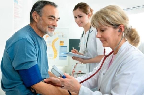 triệu chứng của bệnh huyết áp cao là gì