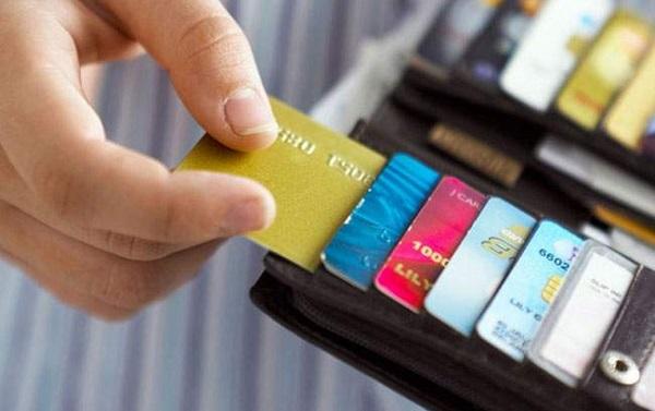 đặc điểm phí vượt hạn mức tín dụng là gì
