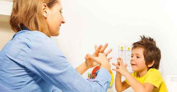 trẻ tự kỷ là gì và biện pháp điều trị
