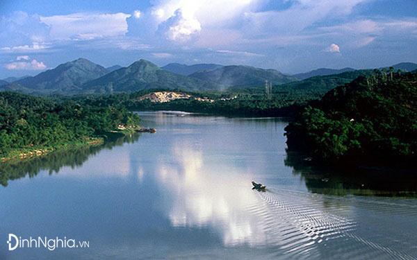 cảm nhận về vẻ đẹp của sông hương qua phương diện văn hóa thi ca