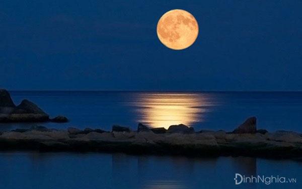 cảm nhận về bài thơ ngắm trăng và hình ảnh minh họa