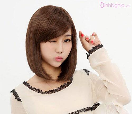 kiểu tóc cho mặt tròn tóc ngắn mái xéo
