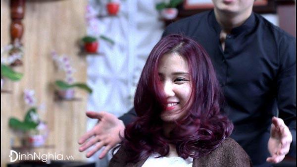 hình ảnh nhuộm tóc màu tím đỏ