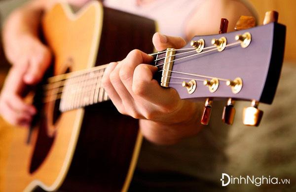 phân tích đàn ghita của lorca và hình ảnh minh họa