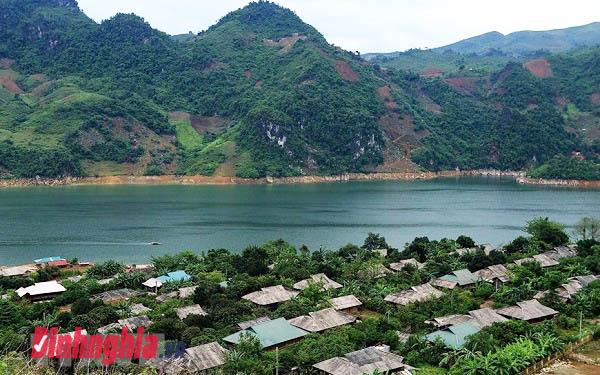 vẻ đẹp trữ tình của sông đà và sông hương và hình ảnh sông đà