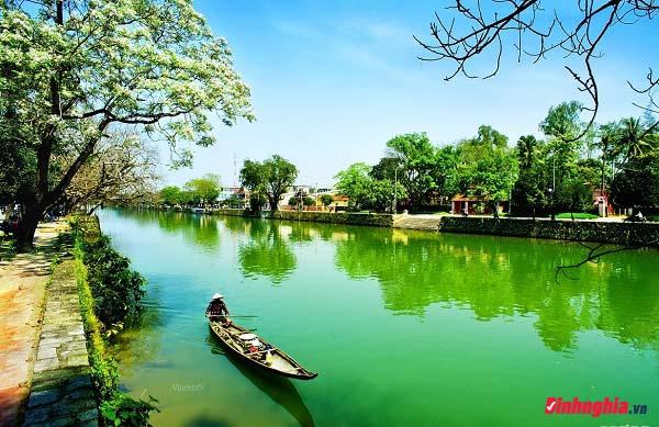 vẻ đẹp trữ tình của sông đà và sông hương và hình ảnh sông hương