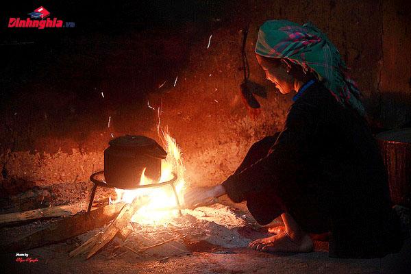 hình ảnh người bà trong bếp lửa trong bài thơ của bằng việt