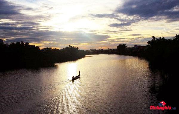 tìm hiểu và phân tích người lái đò sông đà của nguyễn tuân