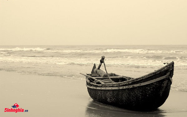 tìm hiểu và phân tích tác phẩm chiếc thuyền ngoài xa