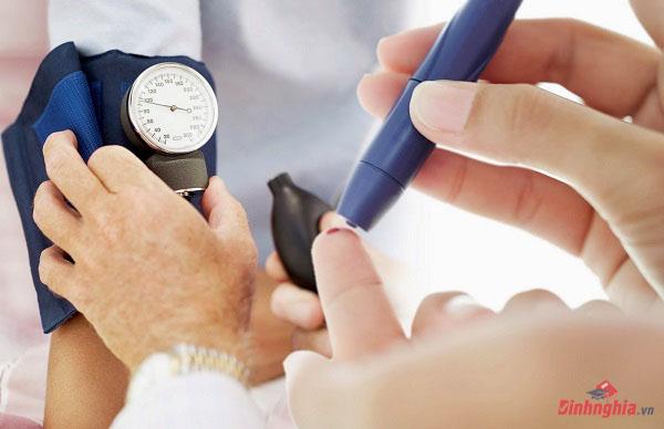 hạ đường huyết là gì và phân biệt với hạ huyết áp